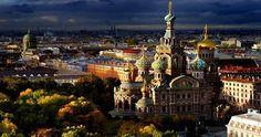 RUSSIA, SÃO PETERSBURGO A Igreja do Sangue Derramado do Salvador,  durante uma fria manhã de outono. O templo marca o lugar onde o Czar Alexandre II foi assassinado por uma bomba atirada por um revolucionário, em 1918
