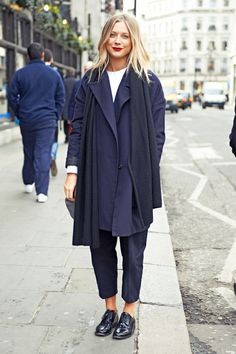 Navy blue, androgynous basics #london #streetstyle