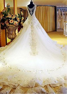 Luxurious Tulle Ball Gown Wedding Dress With Rhinestones & Lace Appliques