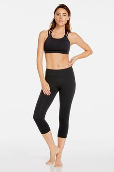 This is your ultimate getup for an intense cardio session. Start moving in a supportive sports bra that doubles as a strappy crop top. Keep your legs on point in our easy-to-move-in black capris and throw on a boxy tee before and after class.   Licorice outfit - Fabletics