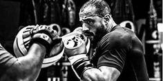 Ostalo je još manje od mjesec dana do najiščekivanijeg ovogodišnjeg kickboxing okršaja, a najavnih materijala s treninga Badra Harija ne nedostaje. Ma...