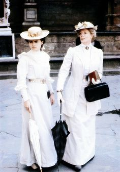 Helena Bonham-Carter and Maggie Smith - A Room with a View (1985)