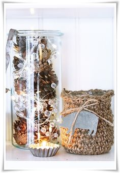 seems easy enough, some sparkly garland, some pine cones, a glass container Burlap Christmas, Christmas Candles, Gold Christmas, Christmas And New Year, Winter Christmas, Christmas Time, Natural Christmas, Beautiful Christmas, Sand Cake