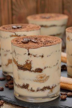 Mini Desserts, Italian Desserts, Sweet Desserts, Just Desserts, Sweet Recipes, Plated Desserts, Tiramisu Coffee Recipe, Tiramisu Cake, Coffee Recipes