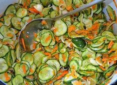 Sałatka szwedzka z ogórków na zimę - przepis ze Smaker.pl Zucchini, Bacon, Pizza, Vegetables, Food, Canning, Meal, Essen, Vegetable Recipes