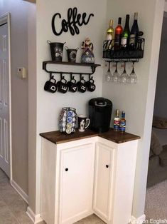 100 Best DIY Coffee Bar Ideas For All Coffee Lovers – Decoration ideen Coffee Bar Design, Coffee Bar Home, Home Coffee Stations, Coffee Corner, Coffee Art, Coffee Nook, Cozy Coffee, Coffee Wine, Small Apartment Decorating
