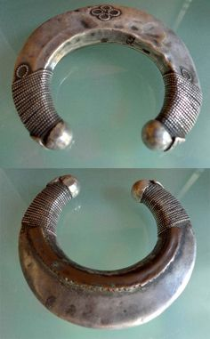 Africa   Silver cuff from Ethiopia   © Kathleen McCabe-Elsey ~ Global Beads www.globalbeads.com