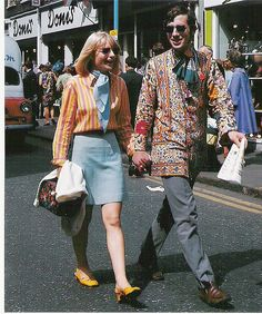 Carnaby Street was the place to be, for the mod and hippie style of London. Lined with many fashionable boutiques such as Foale and T. 60s And 70s Fashion, Retro Fashion, Trendy Fashion, Vintage Fashion, Mens Fashion, Fashion Trends, Young Fashion, Street Fashion, Vintage Mode