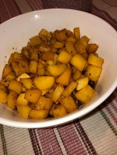 Tupun tupa: Karamellisoidut lanttukuutiot Sweet Potato, Potatoes, Vegetables, Food, Vegetable Recipes, Eten, Veggie Food, Potato, Meals