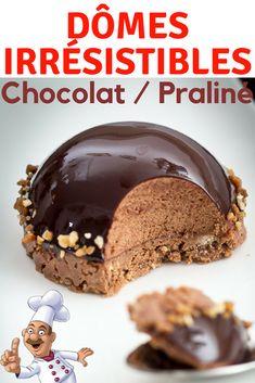 Dômes irrésistibles chocolat / praliné !!! Il s'agit d'un dôme de mousse légère au chocolat, nappé d'un glaçage miroir, le tout déposé sur un palet croustillant au praliné et au chocolat au lait. Avouez, rien que ça, ça fait rêver. Eggless Desserts, Kid Desserts, Creative Desserts, Fancy Desserts, Chocolate Desserts, Sweet Recipes, Cake Recipes, Dessert Recipes, Cheesecake Bites
