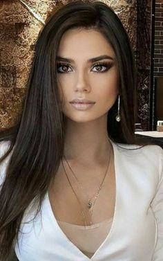 Most Beautiful Eyes, Gorgeous Women, Girl Face, Woman Face, Tree Woman, Brunette Beauty, Dark Hair, Pretty Face, Pretty Woman
