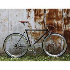 Vélo fixie Maurice Range Velo, Velo Vintage, Speed Bike, Maurice, Bicycles, Retro, Products, Veils, Style