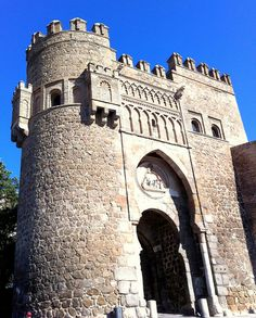 Historic structure found in Toledo, Spain Beautiful Architecture, Beautiful Buildings, Beautiful Places, The Places Youll Go, Places To See, Toledo Spain, Europe, Spain And Portugal, Medieval Castle