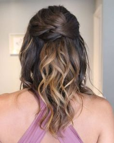 23 Cute Prom Hairstyles for 2019 - Updos, Braids, Half Ups & Down Dos Simple Twisted Half Up Half Do Prom Hairstyles For Short Hair, Easy Updo Hairstyles, Retro Hairstyles, Trending Hairstyles, Straight Hairstyles, Updos, Short Haircuts, Curly Prom Hair, Curly Hair Styles