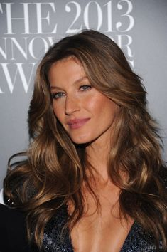 """Gisele Bundchen Photos - Model Gisele Bündchen attends the WSJ. Magazine's """"Innovator Of The Year"""" Awards 2013 at The Museum of Modern Art on November 2013 in New York City. - Arrivals at the 'Innovator of the Year' Awards Gisele Bündchen, Gisele Hair, Hair Inspo, Hair Inspiration, Hair Secrets, Corte Y Color, How To Make Hair, Brunette Hair, Pretty Hairstyles"""