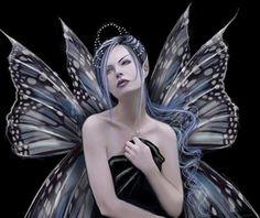 15. Fadas malignas (Hadas malignas)  Si maltratamos a las hadas, éstas se vuelven malvadas y usan su poder para el mal como antes lo usaban para el bien. Son vengativas, no tienen clemencia, ciegas e implacables con el destino.    Al transformarse en seres malignos cambia su aspecto, la ropa se vuelve mustia y las alas se vuelven de color negro. Además, cuando vuelan, en vez de verse una luz blanca se ve una luz negra.