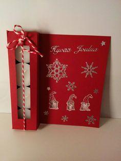 Joulukortti kynttilöillä        Tarvikkeet: A4 kartonki  sakset (mattopuukko)  liimaa  viivotin  tuikkukynttilöitä  jouluisia koristeita (...