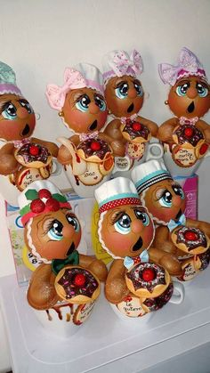 Gingerbread Crafts, Gingerbread Man, Clay Ornaments, Santa Baby, Bulbs, Biscuit, Christmas Crafts, Arts And Crafts, Dish Towels