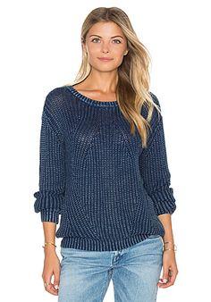 Bella Dahl Distressed Dye Sweater в цвете Индиго | REVOLVE