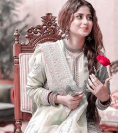 Pakistani Fashion Party Wear, Pakistani Wedding Outfits, Indian Bridal Outfits, Pakistani Girl, Pakistani Bridal Wear, Pakistani Dress Design, Pakistani Dresses, Indian Fashion, Pakistani Actress