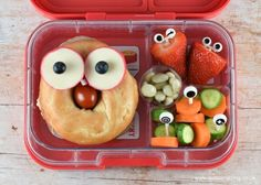 Quick and easy fun lunch idea for kids - surprise them with this funny face bagel in their packed lunch box when they go back to school!