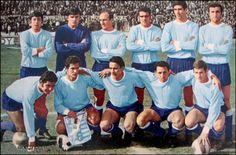 Selección de Fútbol de Uruguay, 1970;1. LADISLAO MAZURKIEWICZ, 2. ATILIO ANCHETA, 3. ROBERTO MATOSAS 4. LUIS UBINAS 5. JULIO MONTERO CASTILLO 6. JUAN MUJICA 7. LUIS CUBILLA 8. PEDRO ROCHA (cap.) 9. VICTOR ESPARRAGO 10. ILDO MANEIRO 11. JULIO MORALES 12. HECTOR SANTOS 13.RODOLFO SANDOVAL 14.FRANCISCO CAMERA 15.DAGOBERTO FONTES 16.OMAR CAETANO 17.RUBEN BARENO 18.ALBERTO GOMEZ 19.OSCAR ZUBIA RIVER 20.JULIO CESAR CORTES 21.JULIO LOSADA 22.WALETR CORBO DT: JUAN HOHBERG