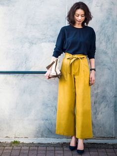 New how to wear yellow pants simple Ideas Uniqlo Style, Classy Outfits, Chic Outfits, Fashion Outfits, Fashion Trends, Women's Fashion, Yellow Pants Outfit, Plazzo Pants Outfit, Fashion Clothes