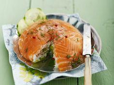 Lachs-Frischkäsetorte ist ein Rezept mit frischen Zutaten aus der Kategorie Fisch. Probieren Sie dieses und weitere Rezepte von EAT SMARTER!