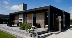 Det nye barn i kolonien Houses Architecture, Scandinavian Architecture, Modern Architecture, Scandinavian Design, Norwegian House, Casas Containers, Modern Cottage, Flat Roof, New Home Designs
