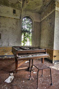 Cane Hill Asylum, Coulsdon, England  Grand piano by Richard-James, via Flickr