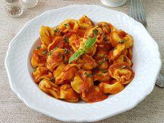 Tortellini cu sos de rosii si risotto pane - Bucataresele Vesele Tortellini, Risotto, Shrimp, Dishes, Meat, Food, Essen, Cutlery, Yemek