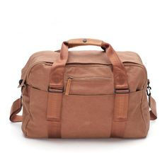 QWSTION - Weekender Washed Leather Brown - The Weekender is designed to be your faithful buddy in any situation. Whether you take it to the gym, on a weekend trip, to work, or on a flight. The integrated main compartment contains a 17-inch Neoprene laptop sleeve. If you take out the built-in shoulder straps, it transforms into a backpack. This versatile bag is made to adapt to your life quickly and effortlessly.
