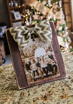 I am so giddy with how this latest project turned out. I LOVE gifting and receiving photos each year. My fam loves receiving them, and they really do Flower Picture Frames, Picture Frame Crafts, Picture Ideas, Diy Christmas Gifts, Christmas Projects, Christmas Decor, Christmas Ideas, Christmas Holiday, Holiday Decor