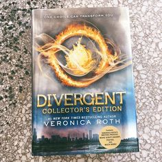 📚 If you have a Divergent fan in your life or are a fan yourself, enter to win a copy of this Collector's Edition! We've got 2 up for grabs and one could be yours! UPDATE: now closed! Check stories for the winners! Book List Must Read, Books To Read, Life Changing Books, Movie Scripts, Book Aesthetic, What To Read, Divergent, Book Photography, Bookstagram