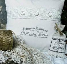 Cologne, Decoupage, Throw Pillows, Crafts, Paint Decor, Business, Shape, Pillow Patterns, Fabrics