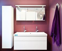Värikkäät kylpyhuoneen seinät tuovat kylpyhuonekalusteet kauniisti esille. #bathroom #bathroomdesign #interiordesign #homespa #scandinaviandesign #bathroomideas #bathroomsink #interiordecoration #toilet #sink #finnishdesign #bathroominspiration #ceramics  #bathroomidea #tap #washbasin #fauset #sanitary #porcelain #interiorideas #shower #showerhead #toiletseat #exhibition #modern