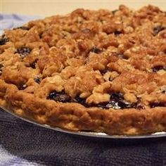 Blueberry pie is topped with a cinnamon crumb topping in this simple recipe. This is the best blueberry pie that any of my family has ever had. Blueberry Crumb Pie, Blueberry Recipes, Biscuits Graham Dessert, Pie Crumbs Recipe, Pie Dessert, Pie Recipes, Allrecipes, Cheesecake, Easy Meals