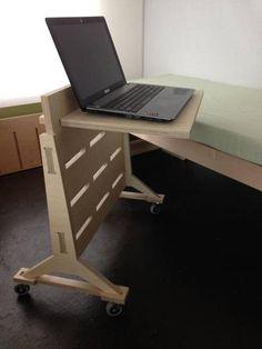 Ноутбук тележка на колесах, отлично подходит для работы с дивана, или используя ваш ноутбук от кровати. Быть продуктивным и ленивый одновременно! Изготовлен из 13-слойной Балтийской березы Вт
