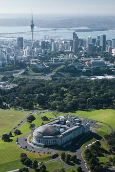 When I talk about The Domain Park with the Auckland Museum at the center. With central Auckland in the back. New Zealand North, Visit New Zealand, Auckland New Zealand, New Zealand Travel, The Places Youll Go, Places To See, Travel Around The World, Around The Worlds, New Zealand Landscape