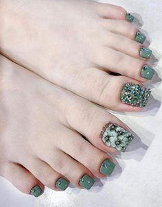 french nails ombre Short frenchnailswedding in 2020 Toe nail designs To Gel Toe Nails, Feet Nails, Toe Nail Art, Pretty Toe Nails, Cute Toe Nails, Cute Acrylic Nails, Pedicure Designs, Pedicure Nail Art, Diy Nail Designs