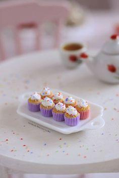 1/12 scale Vanilla Cupcakes by Almadejonge