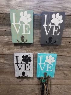 Dog Crafts, Animal Crafts, Dog Leash Holder, Diy Wood Signs, Craft Show Ideas, Animal Projects, Wood Creations, Dog Paws, Diy Stuffed Animals