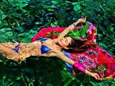 Accendi di allegria e di sensualità l'Estate con i costumi della linea Desigual: fantasie calde e intense illumineranno le vostre giornate al mare o in piscina. http://www.stilemagazine.it/lestate-eccitante-i-costumi-desigual-2014/