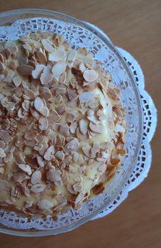 Oskar II -kakku, mantelimarenkipohja Oatmeal, Breakfast, Food, The Oatmeal, Morning Coffee, Rolled Oats, Essen, Meals, Yemek