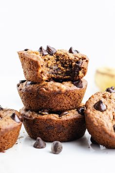 The most delicious vegan banana muffins! You'll be hard-pressed to believe these muffins are made with healthy plant-based ingredients. Fall Dessert Recipes, Great Desserts, Fall Desserts, Dessert Ideas, Oat Flour Muffins, Vegan Banana Muffins, Baking Soda Baking Powder, Microwave Recipes, Butter Pecan