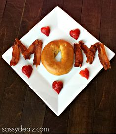 Here's an adorable Mother's Day breakfast that is easy for both Dad and kids to make! Who doesn't love fun breakfast in bed?