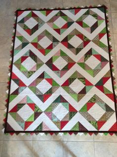 Looking for quilting project inspiration? Check out Diamond Zigzag by member ,carol.mor6414185, Quilting Big Projects on a Small Machine on Craftsy.