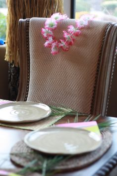 Fun table setting for a Hawaiian themed party using items from #Goodwill. #thrift #decor #entertain #summer
