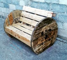 Pallet and old Spool Bench - 50+ DIY Pallet Ideas That Can Improve Your Home | Pallet Furniture - Part 2