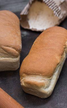 Ψωμί για τόστ! | φαγητά | με γλουτένη | συνταγές | δημιουργίες| διατροφή| Blog | mamangelic Hot Dog Buns, Baby Food Recipes, Hamburger, Deserts, Food And Drink, Bread, Cooking, Flora, Gift Ideas